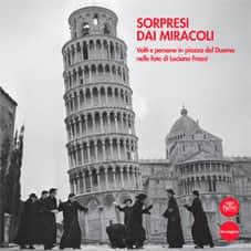Sorpresi dai miracoli - Volti e persone in piazza del Duomo nelle foto di Luciano Frassi